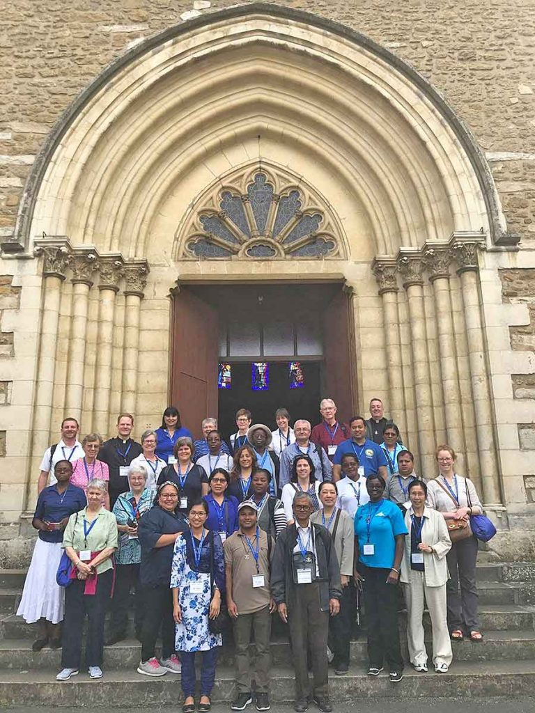 Members, laity, explore beginnings of Holy Cross during annual