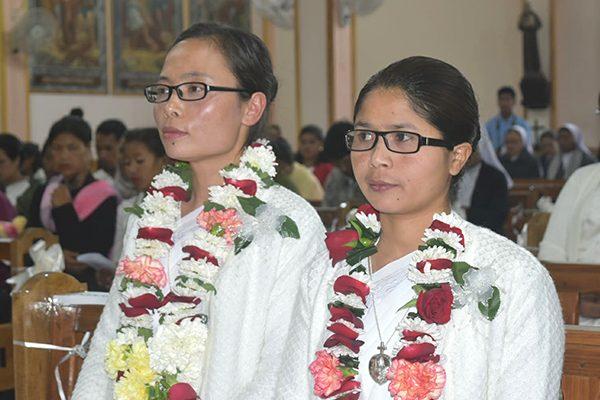 Sisters Khochem Mossang (left) and Bijoycy Thongnibah (right)